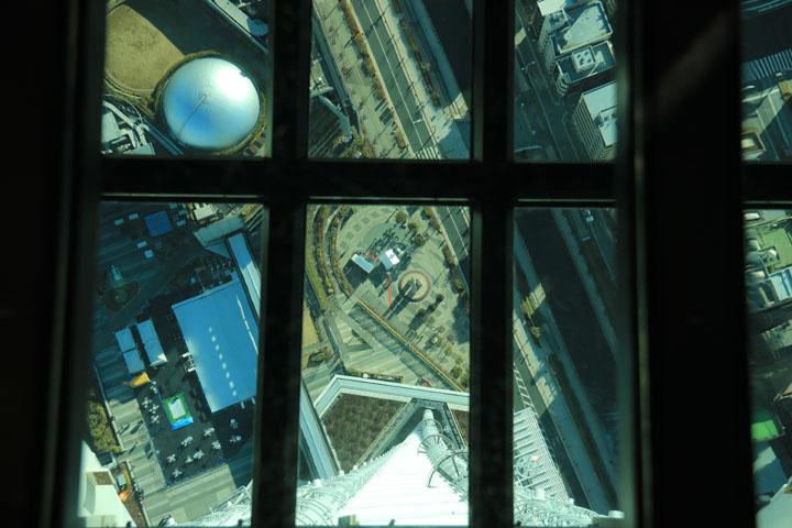 ガラス床から真下を見る.jpg