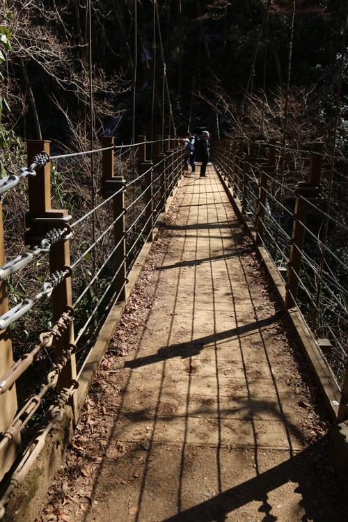 吊り橋を渡ります.jpg