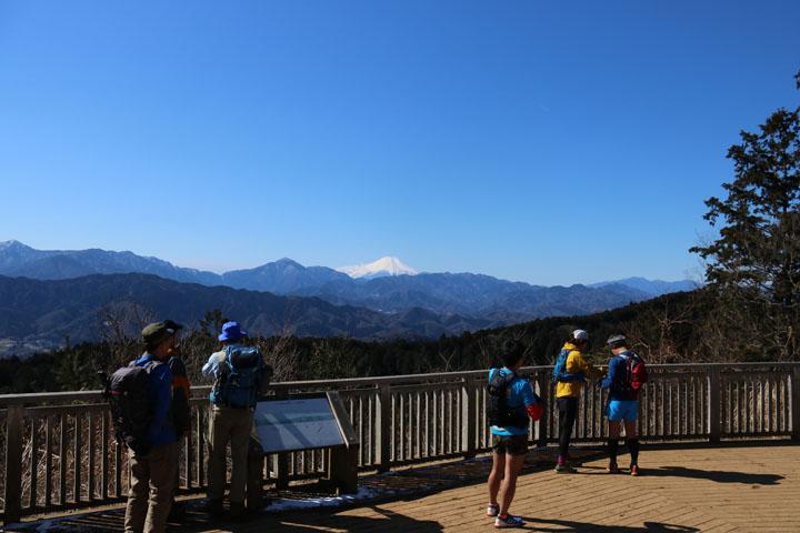 見晴らし台からの富士山.jpg
